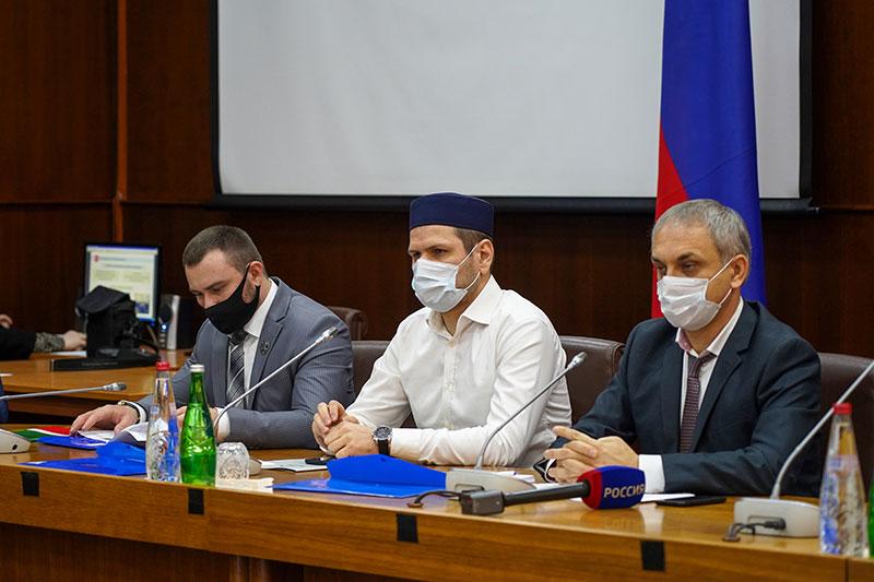Председатель Муфтията принял участие в конференции по вопросам укрепления межнационального мира и согласия